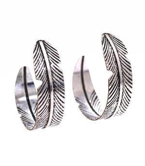 New Arrival :: Feather Engraved Earrings