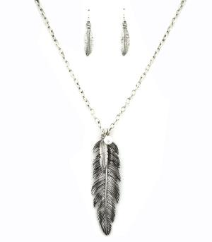 New Arrival :: Feather Fashion Necklace Set