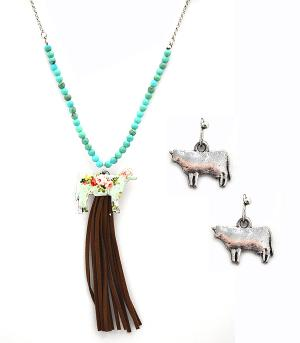 New Arrival :: Floral Cow Necklace w/Tassel
