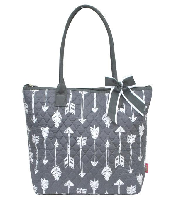 TRAVEL :: SHOPPING I MARKET BASKETS :: Arrow Print Quilted Tote